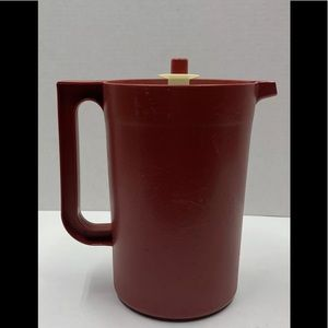 Tupperware Red 2 Quart Beverage Pitcher #1676-1